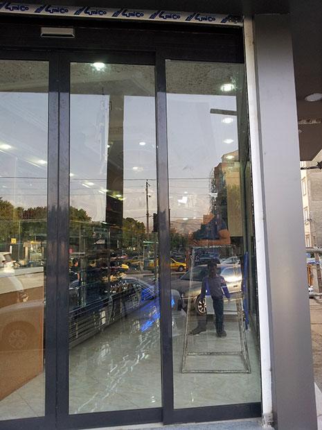 اپراتور درب شیشه ای لابل