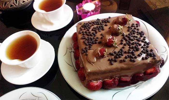 کیک اسفنجی با خامه