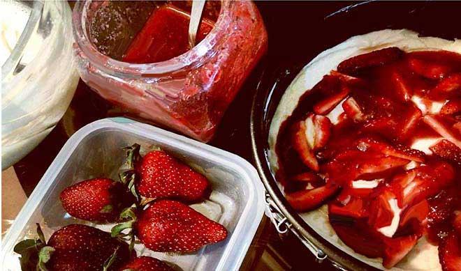 کیک توت فرنگی شف طیبه