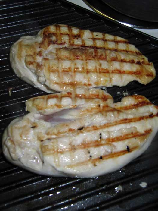 طرز تهیه مرغ گریل شده برای سالاد سزار