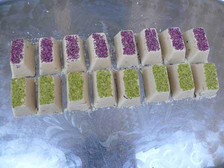 طرز تهیه حلوای زنجبیلی دو رنگ