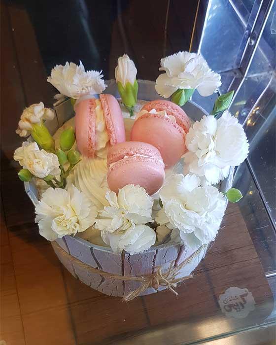 کیک تولد با گل طبیعی