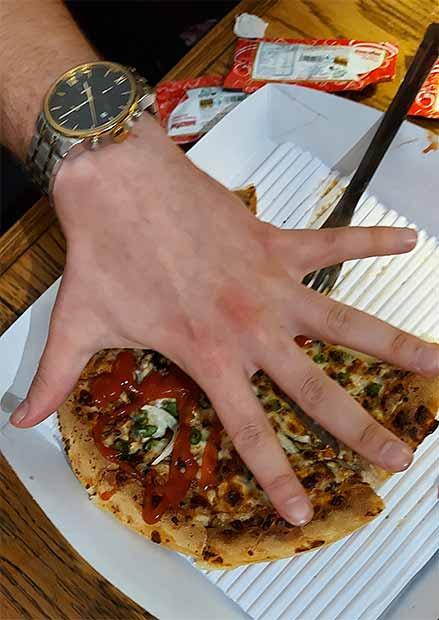 پیتزا خاتون میدان نوبنیاد