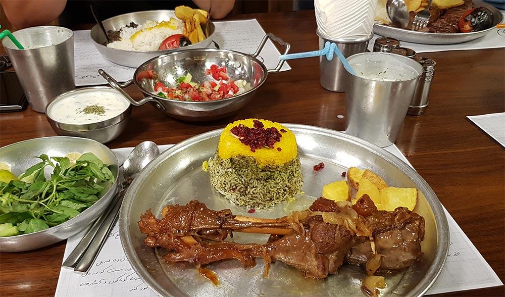 رستوران آويشو تهرانپارس