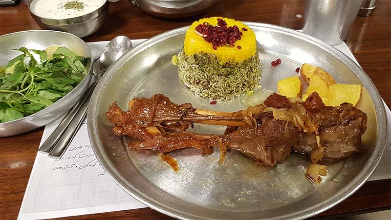 رستوران گیلانی آویشو
