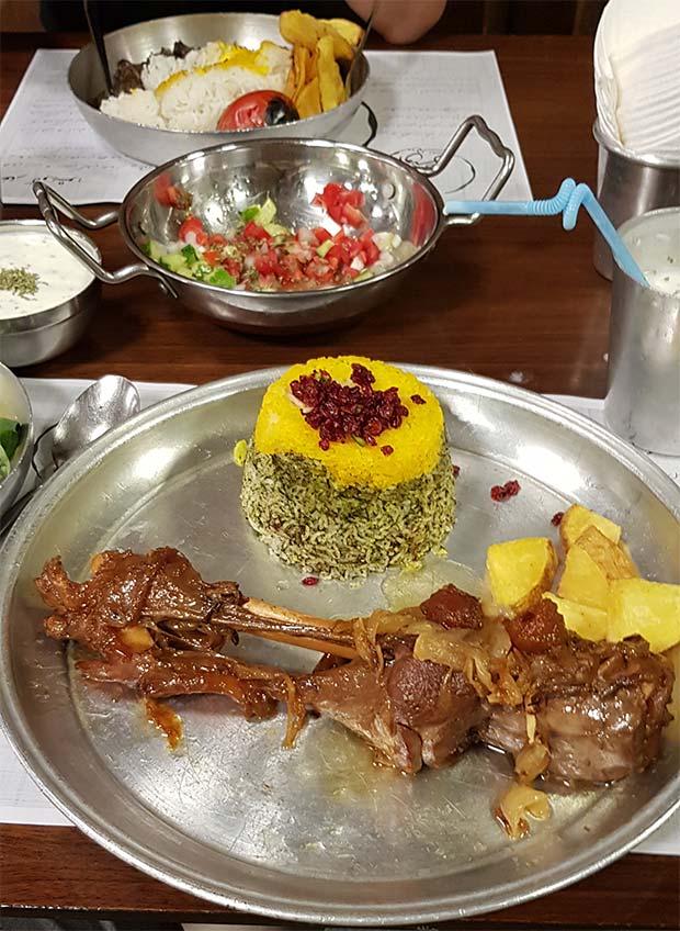 رستوران گیلکی فلکه اول تهرانپارس