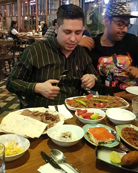 رستوران روبروی میلاد نور