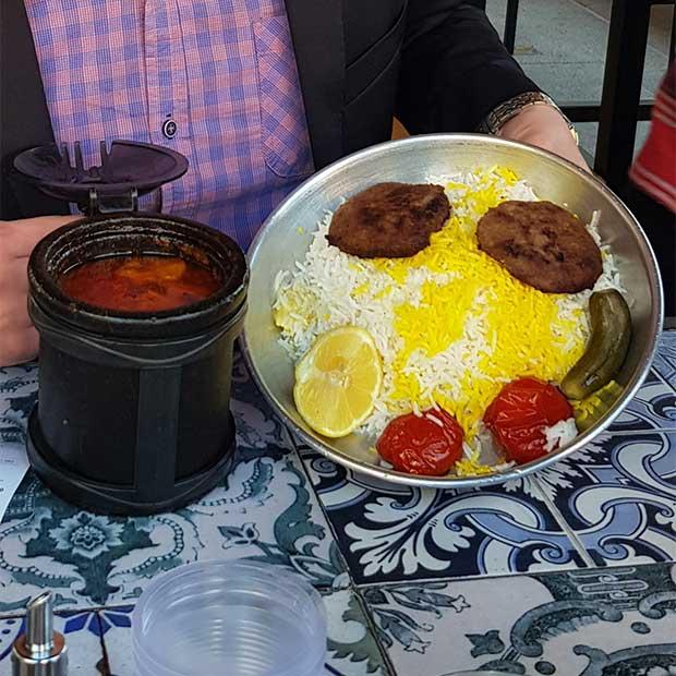 رستوران سنتی دروازه طهرون در بام لند تهران