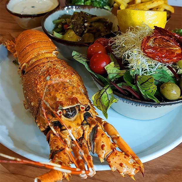 لابستر غذای دریایی خرچنگ خوراکی در رستوران لنیما تهران کاشانی