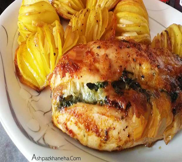 مرغ پر شده با اسفناج و پنیر در فر