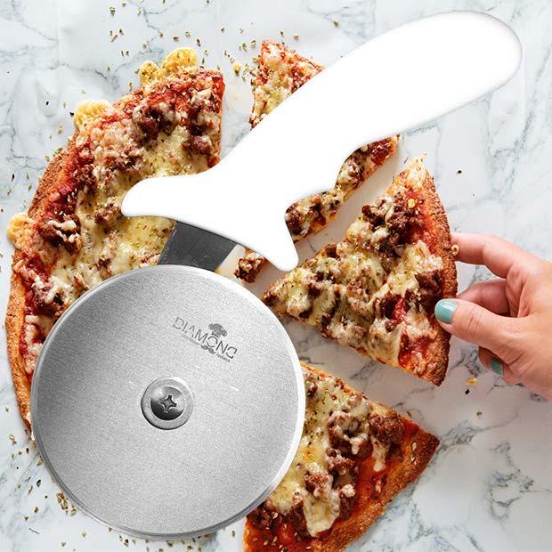 پیتزا بر دسته سفید تک چرخ با برش زن استیل مارک دایموند