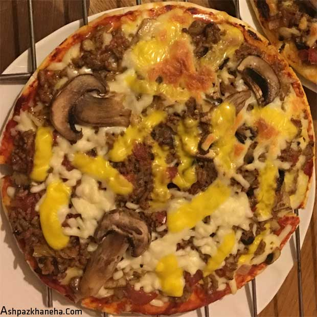 پیتزا قارچ و گوشت چرخ کرده خانگی