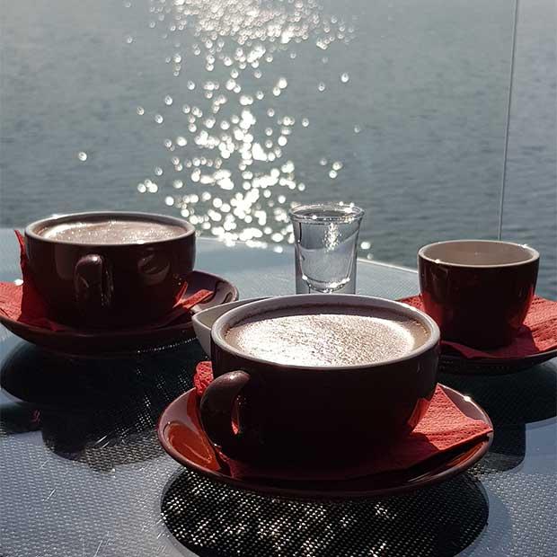 کافه رستوران رویال لانژ روی آب در دریاچه بام لند تهران