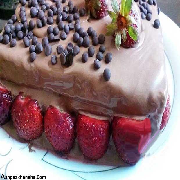 کیک اسفنجی خامه شکلاتی با پف زیاد