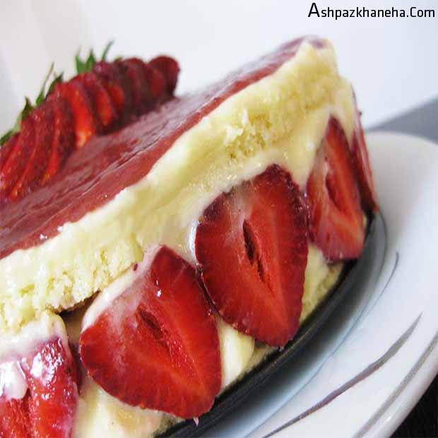 کیک توت فرنگی فرانسوی با کرم و سس