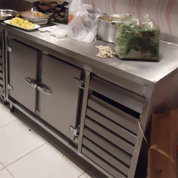فریزر میز کاری صنعتی خوابیده دو درب استیل